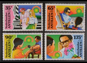 Briefmarkensatz Jugendwohlfahrt Hilfsbereitschaft Mädchen begleitet alte Frau